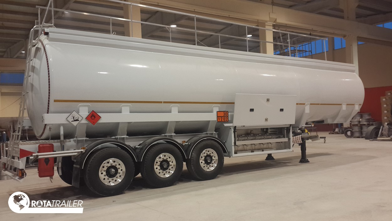TANKER SEMI TRAILER 3 AXLE